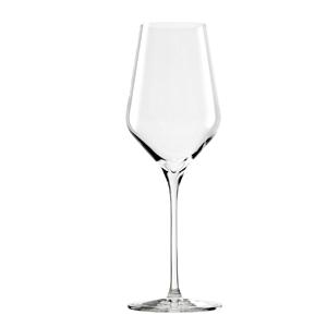 Klassische Weingläser bestehen aus Kelch, Stiel und Standfuß. Im Bild das Weissweinglas Quatrophil von Stölzle Lausitz. (Foto: Amazon)