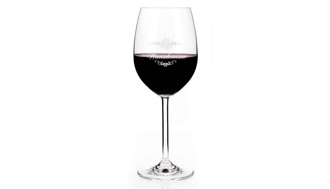 Bei diesem Leonardo-Weinglas kann ein Name als Gravur ergänzt werden. (Foto: Amazon)