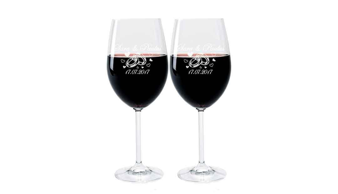 Mit individuell gravierten Weingläsern wird die Hochzeit zum unvergessenen Erlebnis. (Foto: Amazon)