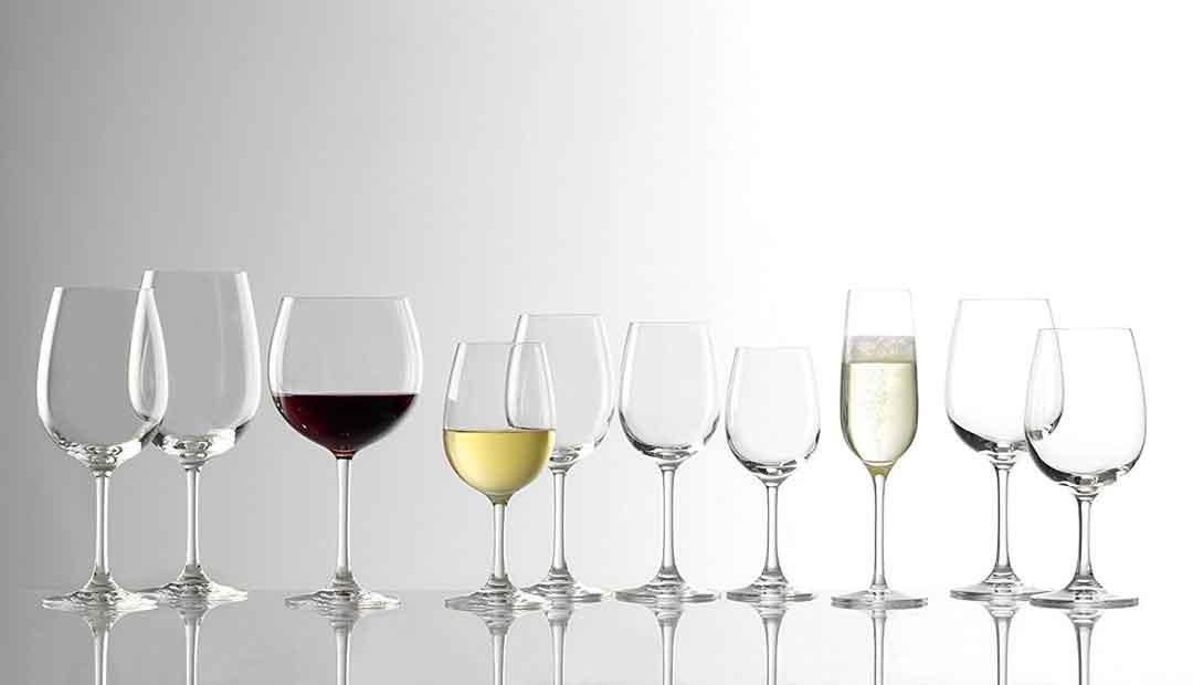 Weingläser werden in vielen verschiedenen Formen von breitem Burgunderkelch bis schlankem Weissweinglas hergestellt. Im Bild eine Kollektion von Stölzle-Weingläsern. (Foto: Amazon)